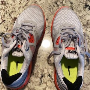 Tennis shoes / size is 6 adult / 4Y